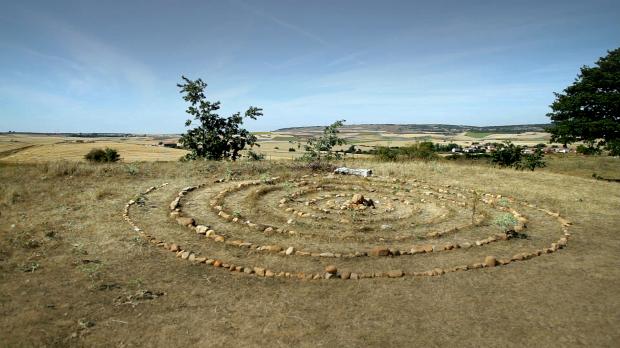 Rencontre d'un labyrinthe. Une invitation au voyage intérieur.